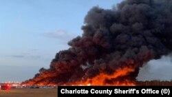 Свыше 3500 машин были уничтожены в результате пожара неподалеку от города Форт-Майерс во Флориде