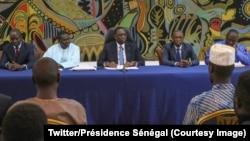 Le président sénégalais Macky Sall rencontre des étudiants à Dakar le 29 mai 2018. (Twitter/Présidence Sénégal)