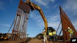 د امریکا-مکسیکو په پوله د دیوال جوړولو کار