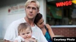 Кадр из фильма «Место под соснами» Courtesy Focus Features