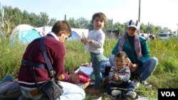 Syrian refugees at Horgos, Serbia, Sept. 15, 2015. (Henry Ridgwell/VOA)