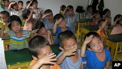 在孤儿院的朝鲜儿童
