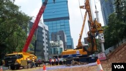 Pembangunan tahap awal sarana MRT di kawasan bundaran HI, Jakarta (VOA/Iris Gera)