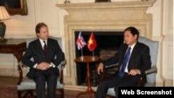 Ðối thoại Chiến lược Việt-Anh lần thứ 3 năm 2013 giữa Quốc vụ khanh Bộ Ngoại giao Anh Hugo Swire và Thứ trưởng Ngoại giao Việt Nam Bùi Thanh Sơn tại thủ đô London