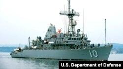미 해군의 어벤저급 기뢰대항함인 USS 워리어가 일본 사세보 해군기지 주변 바다에서 기동하고 있다.