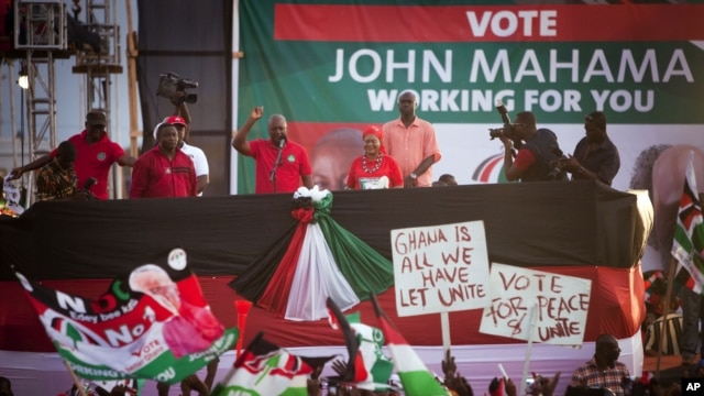 Ghanian President John Dramani Mahama, center left, speaks to supporters at his final campaign rally, in Accra, December 5, 2012.
