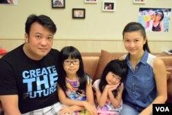 Edward與太太May及兩個女兒去年9月從香港移民台灣高雄。(美國之音湯惠芸)