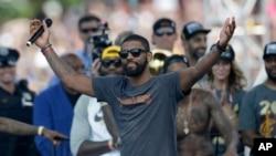 Kyrie Irving , membre des Cleveland Cavaliers.
