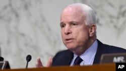 Thượng nghị sĩ John McCain - Chủ tịch Ủy ban Quân vụ Thượng viện Hoa Kỳ.