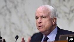 Respublikaçı Senator Con Makkeyn Obama administrasiyasının Yaxın Şərq siyasətini sərt tənqid edir.