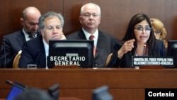 Almagro permaneció inexpresivo durante el discurso, el cual escuchó sentado exactamente junto a Rodríguez.[Juan Manuel Herrera/OAS].