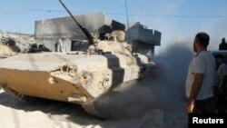 Quân đội hiện diện tại nơi giao tranh với phe nổi dậy ở khu ngoại ô Joha của Damascus, ngày 24/8/2013.