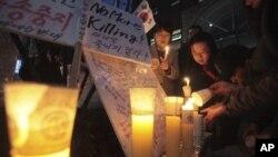 지난 3월 서울의 중국대사관 앞에서 탈북자 강제 북송 중단을 요구하며 열린 촛불 집회.