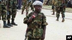 Un enfant soldat, Aimé Dieudonné, de l'Union des patriotes congolais (UPC), le 6 février 2003