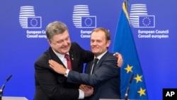 Serokê Konseya Yekîtîya Ewrupa (YE) Donald Tusk û Serokê Ukrayna Petro Poroshenko