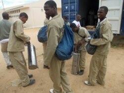 """Luta contra malária """"sofre"""" com crise económica em Angola - 1:35"""