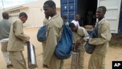 Agentes de pulverização da campanha de luta contra a malária