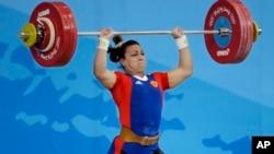 Vận động viên cử tạ Nga Nadezda Evstyukhina tại Thế vận hội Bắc Kinh 2008.