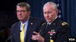 마틴 뎀프시 미 합참의장(오른쪽)과 애슈턴 카터 미 국방장관이 1일 국방부에서 기자회견을 하고 있다.