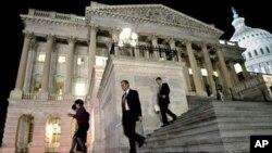 El candidato presidencial republicano Mitt Romney, ha dicho que en caso de ganar los comicios de noviembre, revocará la reforma sanitaria propuesta por Obama.