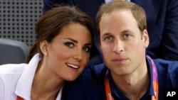 Pengacara pasangan kerajaan Inggris, Pangeran William dan Kate Middleton memenangkan tuntutan atas majalah Perancis 'Closer' yang dituduh melanggar hak privasi mereka (foto: dok).