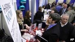 El Departamento de Trabajo también informó que entre febrero y marzo se realizaron 37,000 nuevas contrataciones.