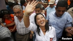 Peruvian presidential candidate Keiko Fujimori greets supporters at Cerro San Cosme on the outskirts of Lima, Jan. 8, 2016.