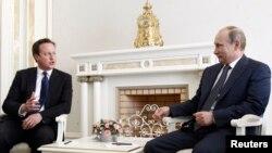 10일 회동한 데이비드 캐머런 영국 총리(왼쪽)과 블라디미르 푸틴 러시아 대통령.