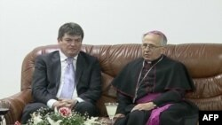 Shqipëri: Mijëra besimtarë të krishterë kremtojnë sot festën e pashkëve