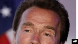 Schwarzenegger reconnaît avoir eu un enfant avec une employée de maison