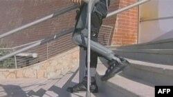 Motorizovani uređaj RiVok omogućava paraplegičarima čak i da silaze i penju se uz stepenice