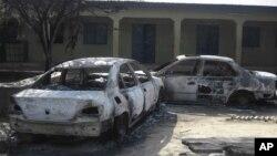 Motocin da aka kona a wurin koyon sana'a dake garin Potiskum a Jihar Yobe, asabar 20 Oktoba, 2012. Ana zargin Boko Haram da kai harin