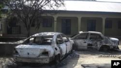 Nhóm Boko Haram tấn công khu thương mại ở Potikum, đốt xe cộ, ngày 20/10/2012.