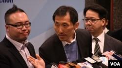 香港民主派立法會補選九龍西候選人姚松炎(中)。 (美國之音特約記者 湯惠芸拍攝 )