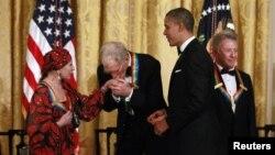 Наталья Макарова, Дэвид Леттерман, Барак Обама и Дастин Хоффман на вручении ежегодной премии Центра исполнительских искусств им. Джона Кеннеди. Вашингтон, округ Колумбия. 2 декабря 2012 года