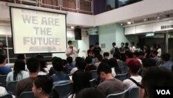 超過150名香港中學生出席學民思潮舉辦的中學生政改大會,商討中學生罷課爭取真普選的問題 (美國之音 湯惠芸拍攝)