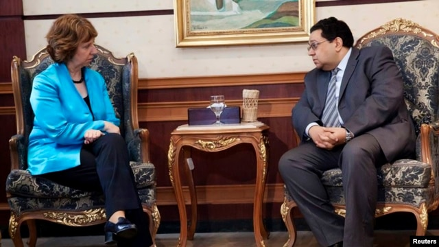 Egypt's Deputy Prime Minister Ziad Bahaa el-Din with European Union Foreign Policy Chief Catherine Ashton, Cairo, Oct. 3, 2013.