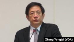 台灣經建會主委管中閔在立法院接受質詢(美國之音張永泰拍攝)