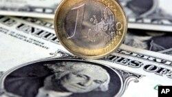 EURO-Dollar (file)