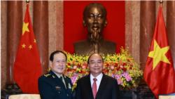 Điểm tin ngày 27/4/2021 - Chủ tịch Phúc kêu gọi quân đội Việt-Trung tăng cường xây dựng lòng tin giữa căng thẳng Biển Đông