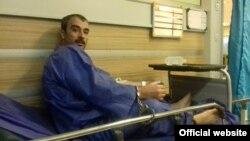 حمیدرضا امینی پس از یک دوره اعتصاب غذا به بیمارستان منتقل شده بود.