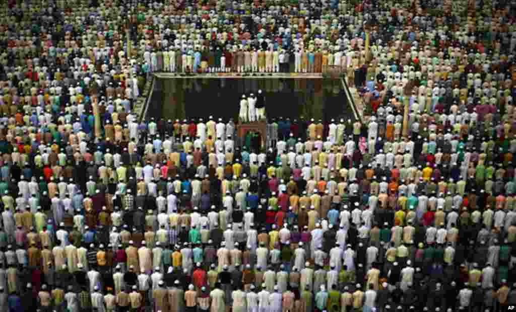 Nov. 17: Indian Muslims pray at the Jama Masjid mosque, one of India's largest, during morning prayers on Eid al-Adha in New Delhi, India. (AP Photo/Kevin Frayer)