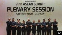 ASEANga a'zo davlatlar rahbarlari. Kuala-Lumpur, Malayziya. 27-aprel 2015-yil.