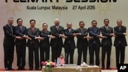 From left to right, Singapore's Prime Minister Lee Hsien Loong, Thailand's Prime Minister Prayuth Chan-ocha, Vietnam's Prime Minister Nguyen Tan Dung, Laos's Prime Minister Thongsing Thammavong, Malaysia's Prime Minister Najib Razak, Myanmar's President Thein Sein, Brunei's Sultan Hassanal Bolkiah, Cambodia's Prime Minister Hun Sen, Indonesia's President Joko Widodo, and Philippine's President Benigno Aquino III join their hands during the plenary session of the 26th ASEAN Summit in Kuala Lumpur, Malaysia, on Monday, April 27, 2015. (AP Photo/Joshua Paul)