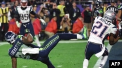 Malcolm Butler (R) of the New England Patriots intercepts a pass intended for Ricardo Lockette (L) of the Seattle Seahawks late in the fourth quarter of Super Bowl XLIX at University of Phoenix Stadium in Glendale, AZ.
