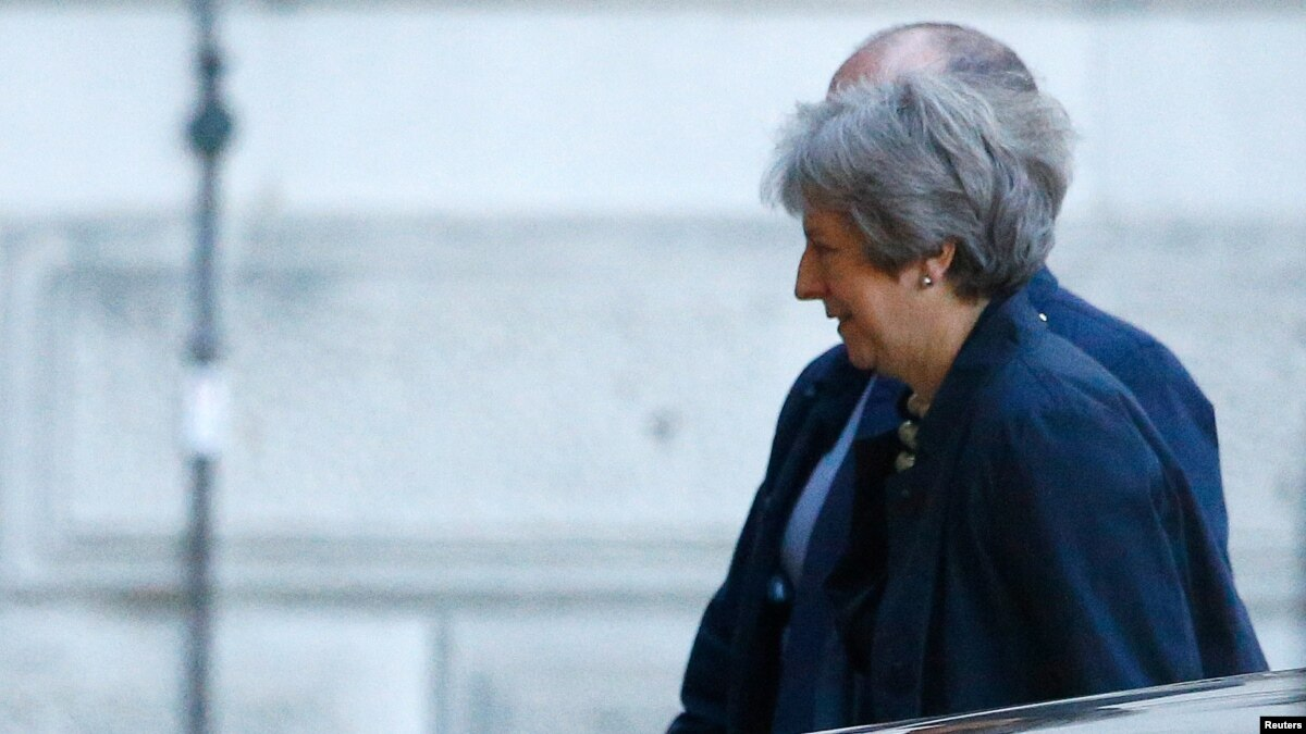 Britain's Theresa May Tries to Hold Off Party Revolts