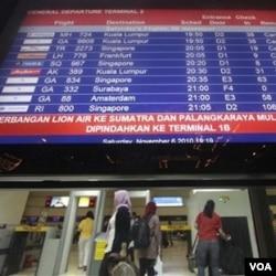 Bandara termasuk salah satu sarana pendukung ekonomi yang lumpuh akibat letusan Merapi.