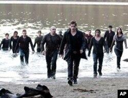 "Xavier Samuel, center, stars in ""The Twilight Saga: Eclipse"""