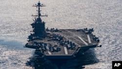 Foto de archivo del USS Harry S. Truman que se vio amenazado por las pruebas misilísticas de Irán en el Estrecho de Ormuz.