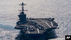 L'USS Harry S. Truman dans le Golfe d'Oman (25 déc. 2015)